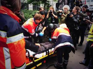 The injured journalist was one of at least 200 injured people. He had to be hospitalized.